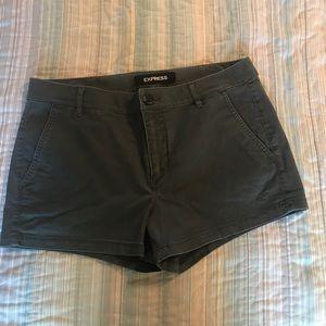Express shortie shorts mid rise 8. Deep green💕